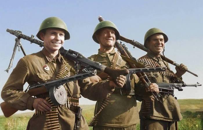 «Что с бою взято»: какие трофеи предпочитали брать советские солдаты, а какие — солдаты вермахта Интересное