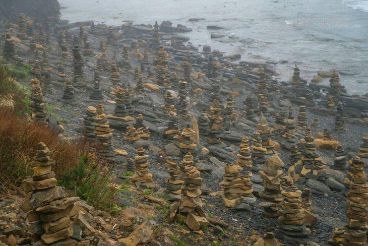 Рукотворные каменные башни на острове Русский путешествия,Путешествие и отдых