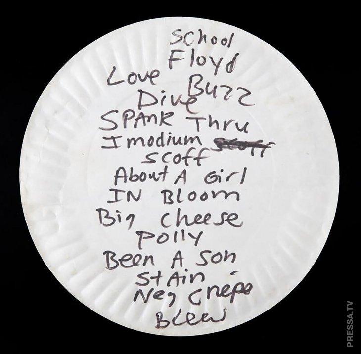 Грязная бумажная тарелка, однажды использованная Куртом Кобейном, продана на аукционе за 22 400 долларов Интересное