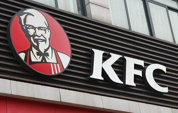 Студент год бесплатно питался в KFC, пока его не разоблачили Интересное