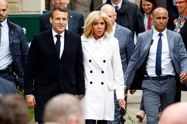 Ставка на белый: Брижит Макрон на выборах в Европарламент во Франции Звездный стиль
