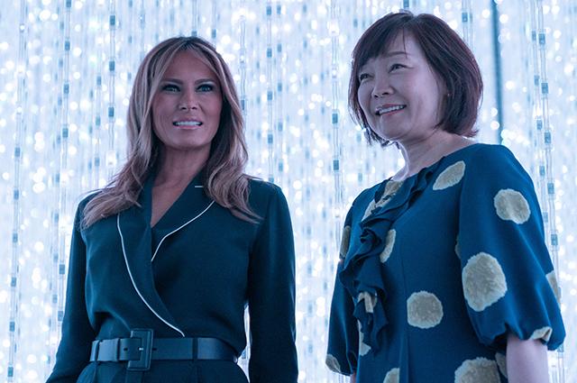 Вышивка и платье как у Меган Маркл: что носит Мелания Трамп в Японии Звездный стиль