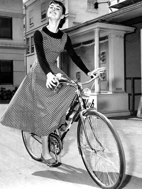 Культовые образы Одри Хепберн, которые модницы копируют до сих пор