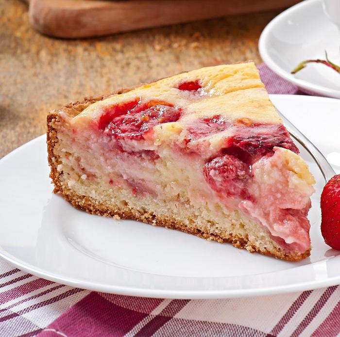 Пирог с клубникой на кефире. Вкуснее еще не пробовала! рецепты