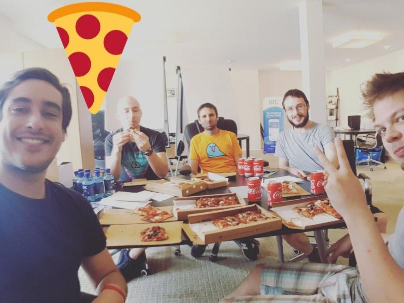 Как простой программист из Флориды купил две пиццы за 83 миллиона долларов биткойн,деньги,невыдуманные истории